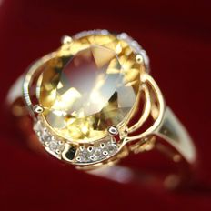 14kt. Gold ring with beautiful brilliant cut Goldberyll approx. 15,5x10mm ca. 6 Ct. and 12 small diamonds. Excellent state.