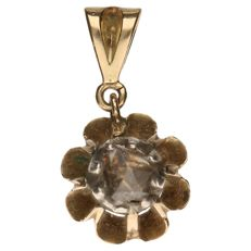 Yellow gold pendant set with a rose cut diamond of approx. 0.33 ct.