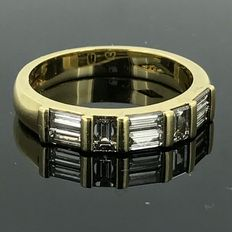 Eternity ring in 18 kt gold with natural diamonds of 1.02 ct. No minimum price