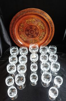 22 Engraved wine glasses with wooden tray