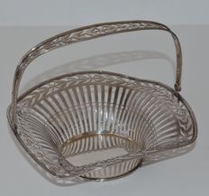 Silver open work handle basket	, Hoeker & Zoon, 1910