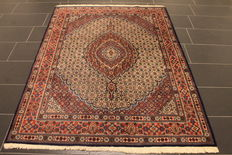 Beautiful hand-knotted Persian rug. Moud. Made in Iran. 150 x 200 cm. Iran - circa 1980.