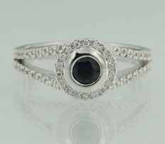 White gold ring of 14 kt set with brilliant cut sapphire and diamond ***NO RESERVE PRICE***