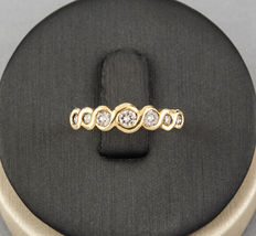 Yellow gold ring, set with seven diamonds.