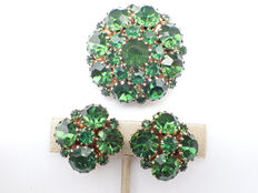 Signed ALBERT WEISS - Demi parure - brooch and earrings with green rhinestones- 1950s