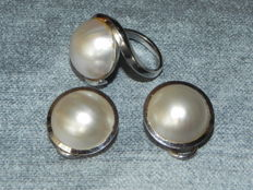 Set 585 14kt gold ring and clip on earrings with mabe pearls 15.2-15.7mm