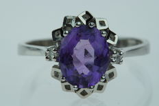 14 kt gold entourage ring, set with amethyst and diamonds, ring size 17.75