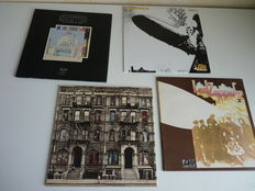Great lot with 4 Led Zeppelin albums : Led Zeppelin (very rare repress!)' , Led Zeppelin II , Physical Graphitti, the Song Remains the Same.