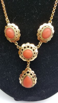Gold 14 kt, women's necklace, set with red coral.