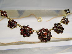 Victorian garnet necklace with facetted Bohemian garnets