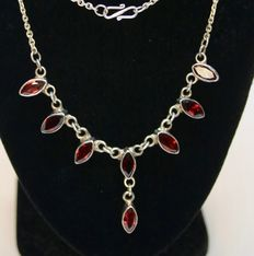 Handkrafted Sterling silver necklace with facetted Mandarine Garnets ca. 1920-1940