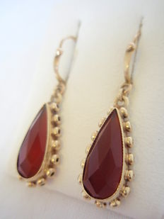 Gold dangle earrings with carnelian