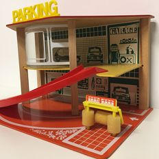 SIO - Wooden/plastic parking garage for Dinky and Corgi Toys