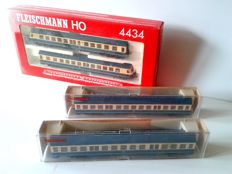 Fleischmann H0 - 4434/4436 - Diesel powered train BR614 and 2 Passenger carriages of the DB
