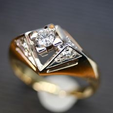 approx. 1925-1940 Yellow/White gold ring with natural Brilliants H/VVSI. Excellent state.