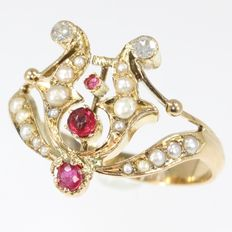 Antique Victorian 'tiara' gold ring decorated with diamonds, pearls and rubies - anno 1880