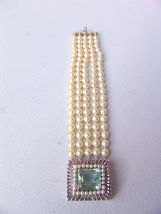Akoya pearl bracelet 7mm with large aquamarine and white gold clasp
