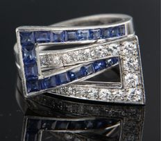 Platinum ring set with carre cut sapphires and brilliant cut and single cut diamonds of in total 0.50 carat