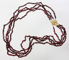 Four-rowed garnet - choker necklace