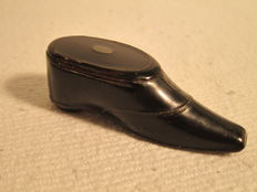 A rare Georgian treen carved wooden shoe snuff box, English - early 19th century
