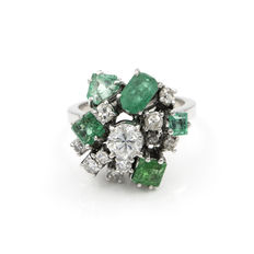 White gold cocktail ring with diamonds and emeralds – Ring size: 8 (Spain)
