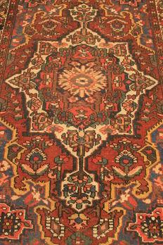Antique old Persian carpet Bachtiari 140 x 210cm natural colours, made in Iran circa 1930