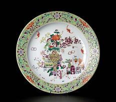Famille rose plate finely decorated - China - late 19th century