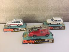 Dinky Toys - Schaal 1/43 - Kavel met Range Rover Ambulance  No.268, Land Rover Fire Appliance No.282 en Range Rover Police No.254