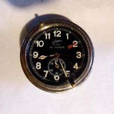 Junghans cockpit clock-German. WW II. An early version (1935), (with Luftwaffe numbering = FL. 22600.)