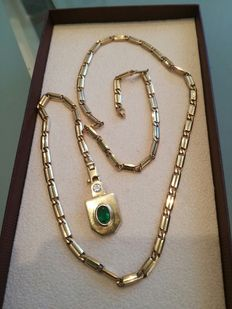 Solid 585 / 14 kt gold necklace with great emerald and brilliant pendant