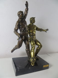 Brass and bronze football players - by Paor