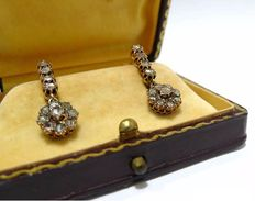 Tear-shaped earrings in 18 kt gold and antique cut diamonds - ca. 1900