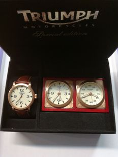 Triumph – Men's wristwatch – With pair of table clocks – New, never used.