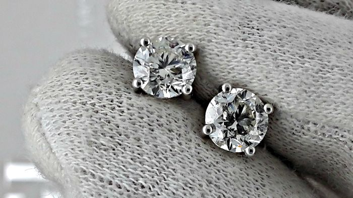 IGL 1.94 ct  round diamond stud earrings 14 kt white gold