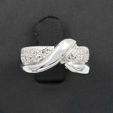 White gold ring with 10 brilliant cut diamonds totalling 0.20 ct – Ring size: 12 (Spain)