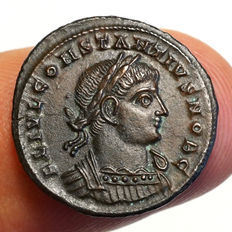Roman Empire - Constantinus II. (Caesar, 334-335) AE Nummus, Siscia, soldiers around standards