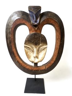 African wooden heart mask - KWELE - Cameroon