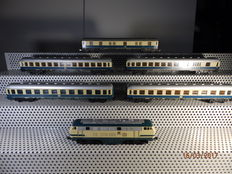 Lima H0 - 201632 – diesel locomotive BR218 of the DB and 5 wagons, blue/beige