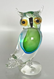Marco Polo - Owl: green with blue, on clear pedestal, Venetian glass. Height: 22 cm.