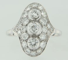 White gold princess ring of 14 kt set with 25 old Amsterdam cut diamonds of in total approx. 1.60 carat