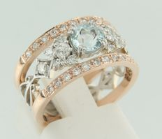 14 kt rose and white gold band ring  set with a central Bolshevik cut aquamarine and Bolshevik and single cut diamonds, ring size 17 (53)