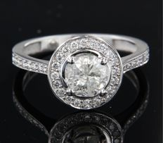 14 kt white gold entourage ring set with brilliant cut diamonds, ring size 17.5 (55)