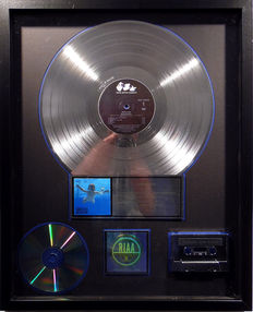 Nirvana - Nevermind - US RIAA Platinum Music Award ( goldene Schallplatte)  - original Sales Music Record Award ( Golden Record )