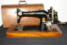 Old manual sewing machine Pfaff 12 with wooden cover, 1910/1920