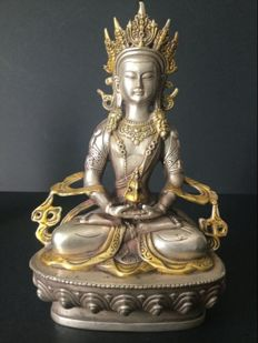 Representation of the Amitabha Buddha in silver-plated and gilt copper – Nepal – End of the 20th century