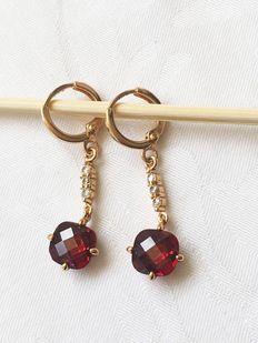 Gold earrings with garnet and crystal
