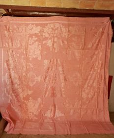 A unused spanish silk/cotton brocade bedspread. Sert Hermanos, Barcelona, with original label, Spain ca 1900