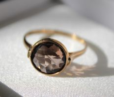 14 kt yellow gold solitaire ring with smoky quartz – Ring size:  17.75