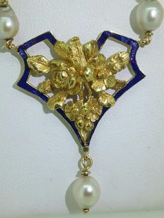 Yellow gold necklace with pearls and enamel.