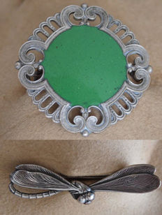 Silver Art Deco brooches, dragonfly and green enamel – 2 pieces